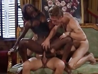 Epic threesome with a nice ebony babe in the middle