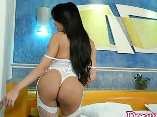 Captivating Shemale Babe Vitoria Neves Has Her Asshole Reamed by a Machine