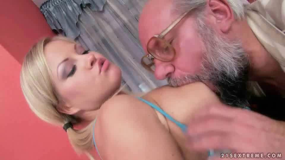 Teen Blonde Fucked Squirts