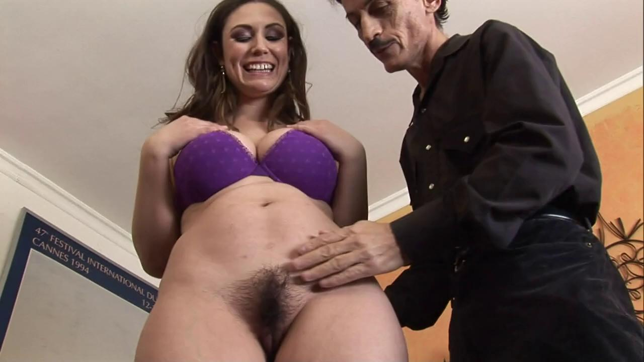 Guy Eats Creampied Pussy